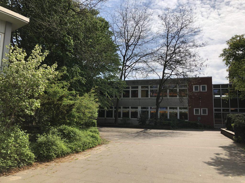 Blick vom Schulhof in Richtung Haus 2, 3 & 5