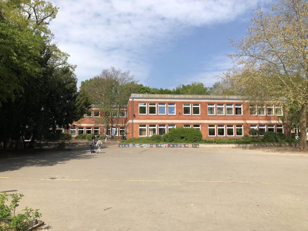 Blick vom Schulhof in Richtung Haus M
